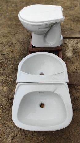 WC używane oraz dwa zlewy używane ceramiczne