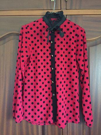 Blusa vermelha com bolas aveludadas