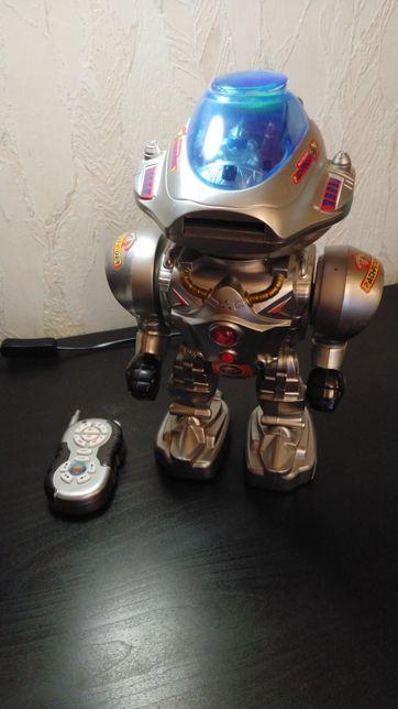 Робот на пульте