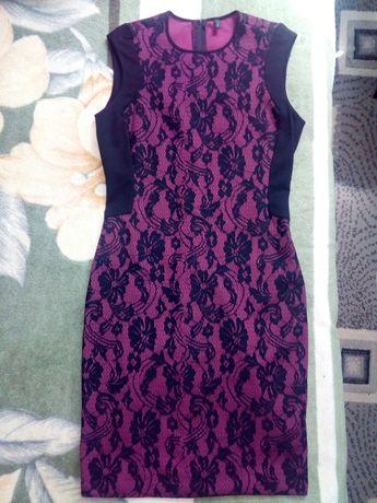 Нарядное платье футляр с кружевом 46 р.