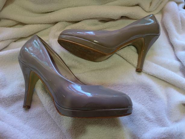 Женская обувь одна пара 150грн.