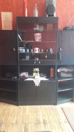 półka z szybami ciemna