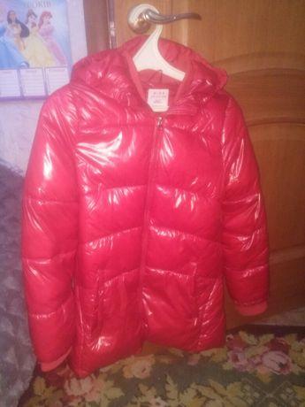 Очень классная курточка для девочки демисезонная на 10-11 лет.