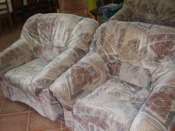 Vendo sofá cama, e 2 sofás individuais