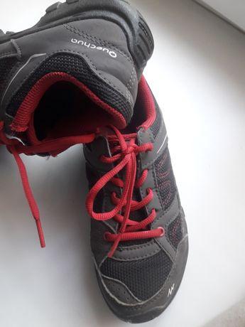 Фирменные кроссовки для девочки
