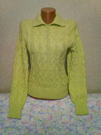 Яркий свитер крупной вязки