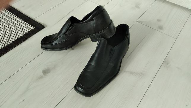 Buty męskie galowe.