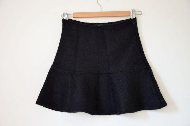 Czarna wełniana spódnica z falbaną BIK BOK XS