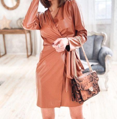 Платье на запах из экокожи