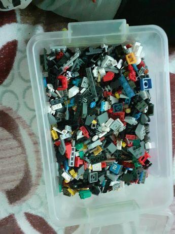 5 литровая коробка Lego.