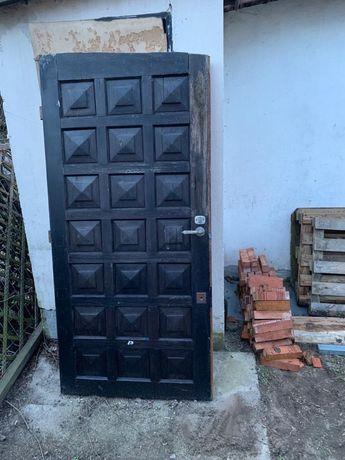 Drewniane drzwi z demontażu