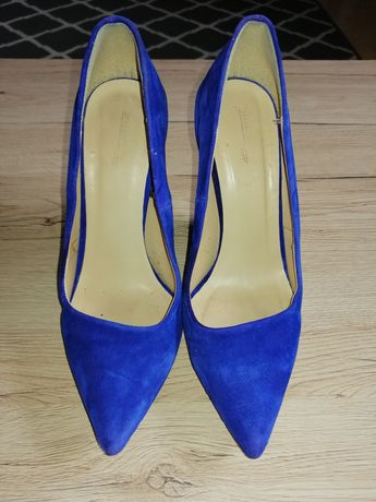Pantofle na koturnie Zara