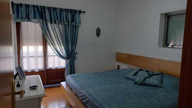 aluga-se quarto em Moradia em Massamá