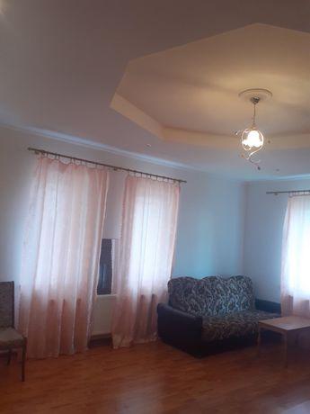 Продаж трьохкімнатної квартири по вул. Роксоляни
