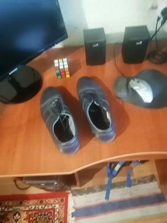 Продаются туфли темно-синего цвета