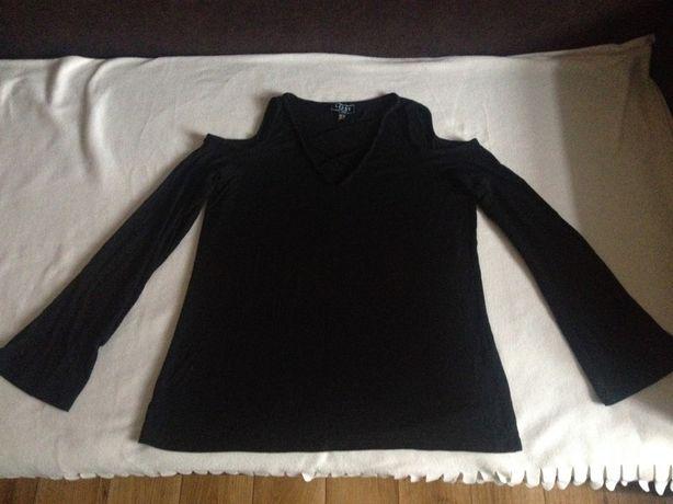 Czarna bluzka z odkrytymi ramionami i wiązanym dekoltem