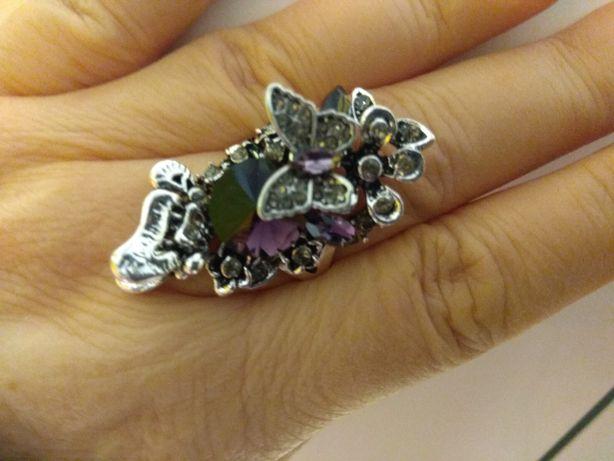 Cudny bardzo duży pierścionek z kryształem i cyrkoniami rozmiar 20