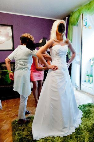 Biała Suknia ślubna rozmiar 38 - szkoda żeby leżała