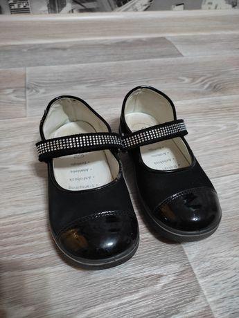 Детские туфли 28-й размер. Одевали 3 раза