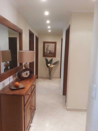 Vendo  apartamento t3  com muita luminosidade e em muito bom estado