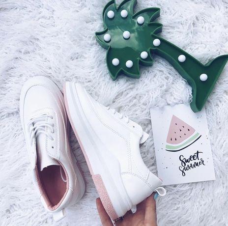 Универсальные белые кроссовки с нежно розовыми вставками