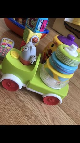 Машинка пирамидка taf toys