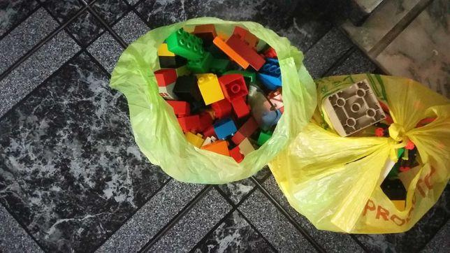 Legos de varios tamanhos marca lego