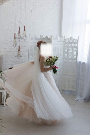 Стильне весільне плаття (стан нового)