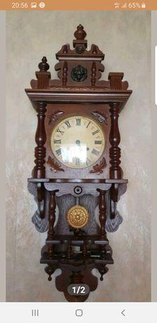 Stary wiszący zegar