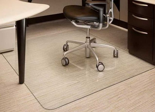 Напольный, защитный коврик-подложка под офисное кресло.