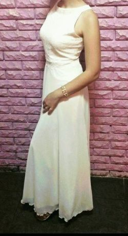 Продам красивое белое .платье в идеаьном состоянии