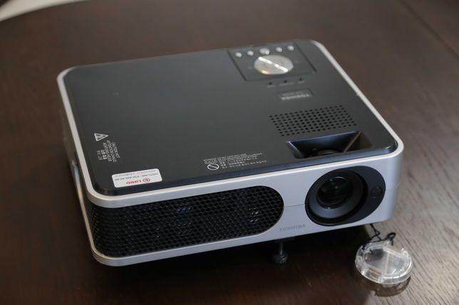 Мультимедійний проектор Toshiba TLP-X2000 ( 2000 ANSI lm / 1024x768)