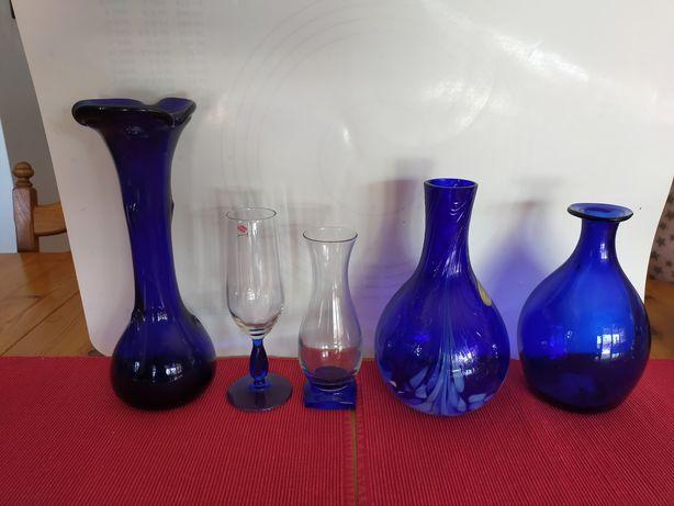 Kobaltowe szkło wazony z epoki PRL