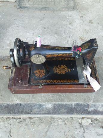 Швейная машинка ретро