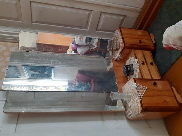 Toaletka z lustrami