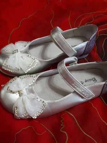 Кожаные туфли для девочки 28 размера!
