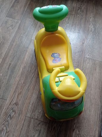 Машинка дитяча в хорошому стані