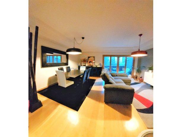 Apartamento T2 com terraço no Jardim da Amoreira
