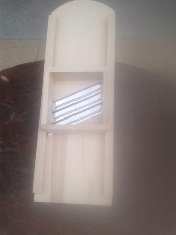 Szatkownica drewniana do kapusty z szufladką ( nowa )