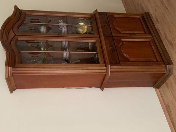 Sprzedam komplet mebli: 2 witryny oraz szafka pod telewizor.