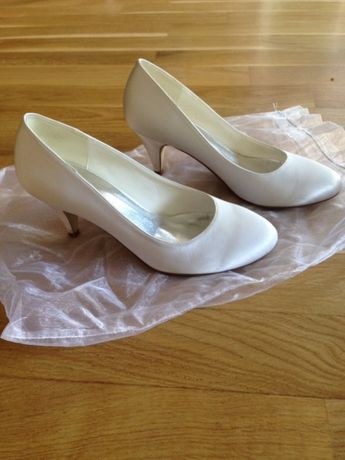 Buty ślubne - Eleganckie białe czółenka roz. 37
