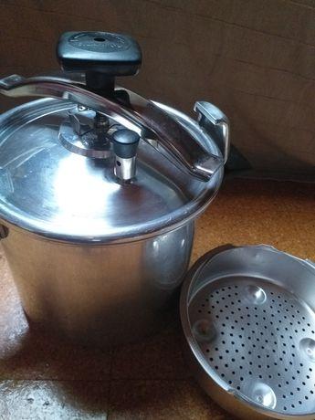 Panela pressão SILAMPOS 8 litros nunca usada