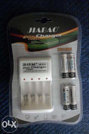 Ładowarka Do Akumulatorków AA Lub AAA Plus 4 Akumulatory 4800mAh