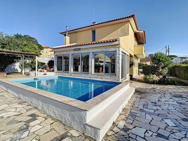 Moradia T5 no Murtal - Parede - Com logradouro, garagem e piscina
