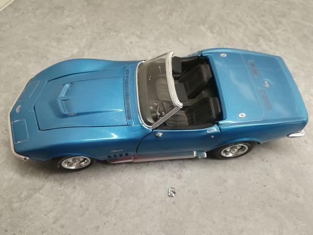 Model Chevrolet Corvette 1/18  Revell
