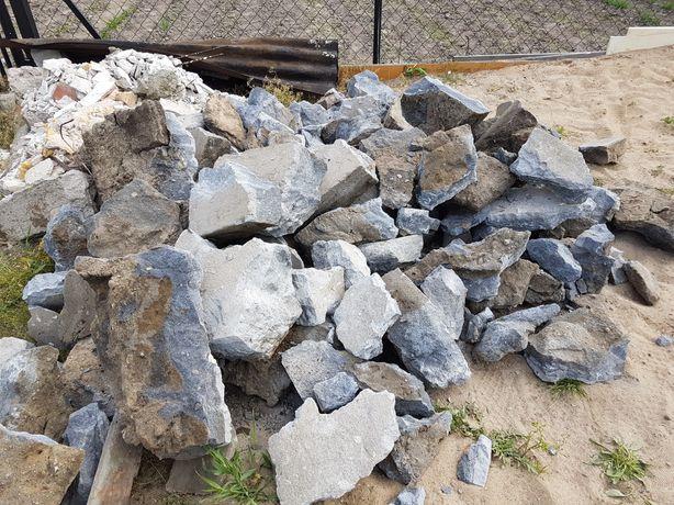 GRUZ-pustaki,cegła,beton