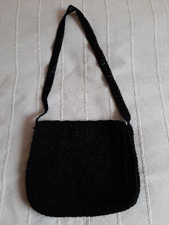 Torebka czarna listonoszka materiałowa pleciona szydełko vintage