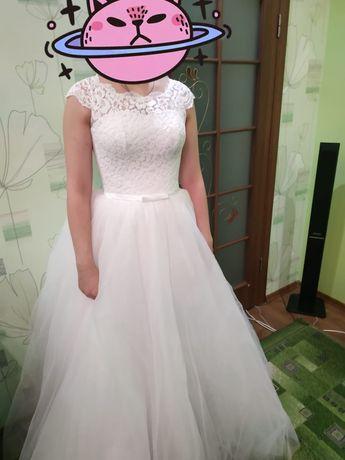 Шикарное платье для утонченной девушки с талией