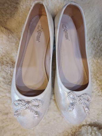 Srebrno białe baletki/baleriny