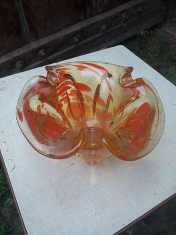 Пепельница из чешского цветного стекла. Тяжёлая.